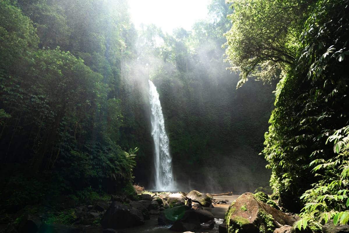 nungnung-waterfall-lightrays