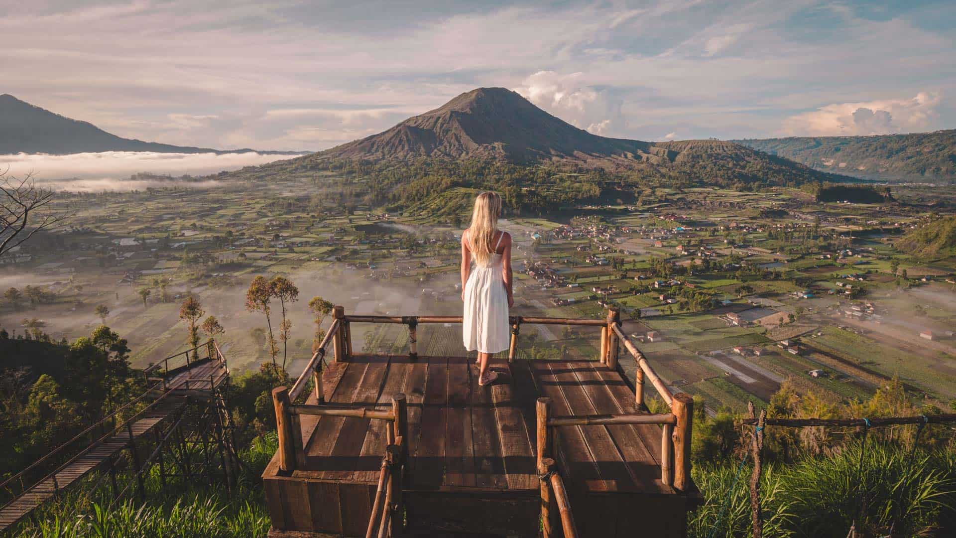 mount-batur-viewpoint-photoshoot-lake