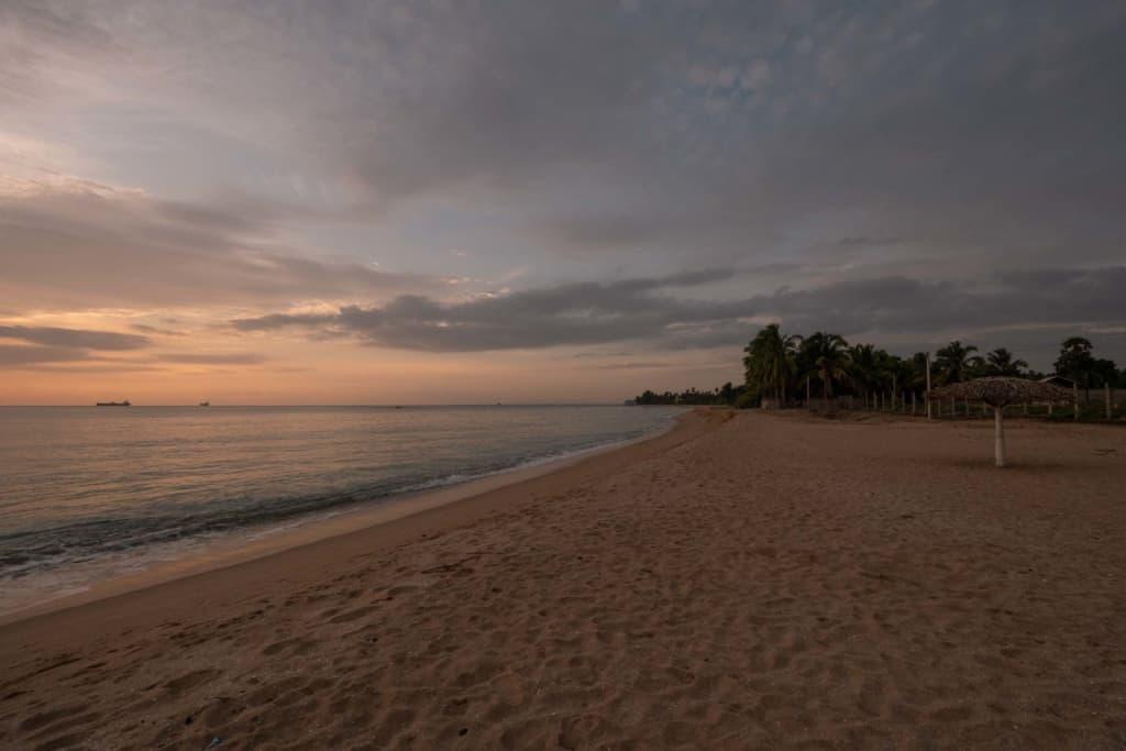 Trincomalee-sunrise-beach
