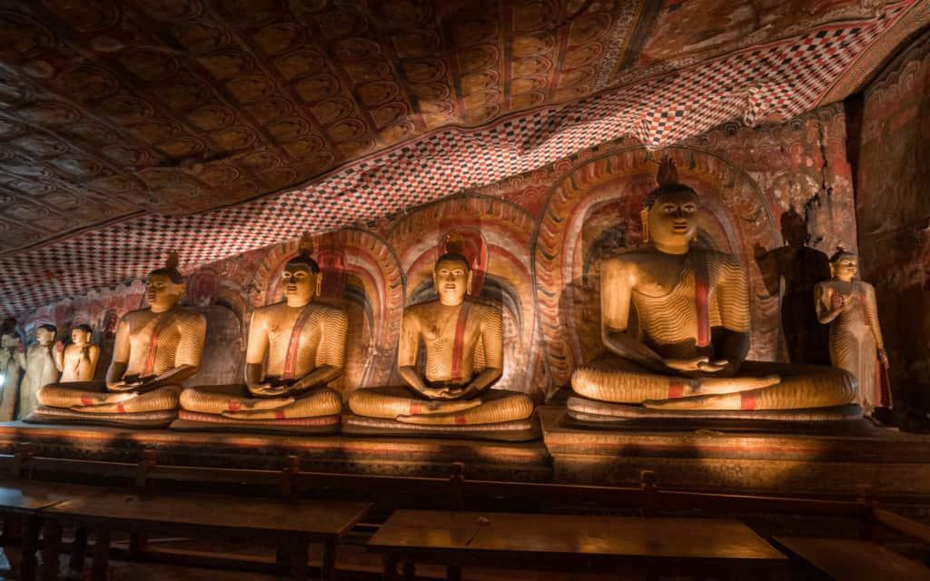 dambulla-cave-buddha-statues