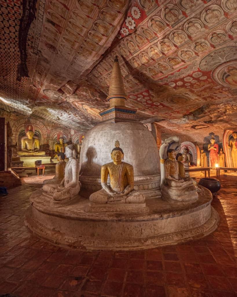 dambulla-cave-temple-statue