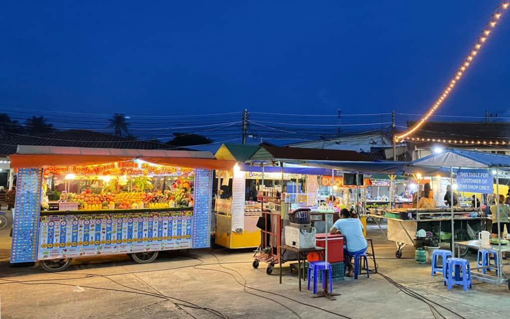 pantip-market-koh-phangan-stalls