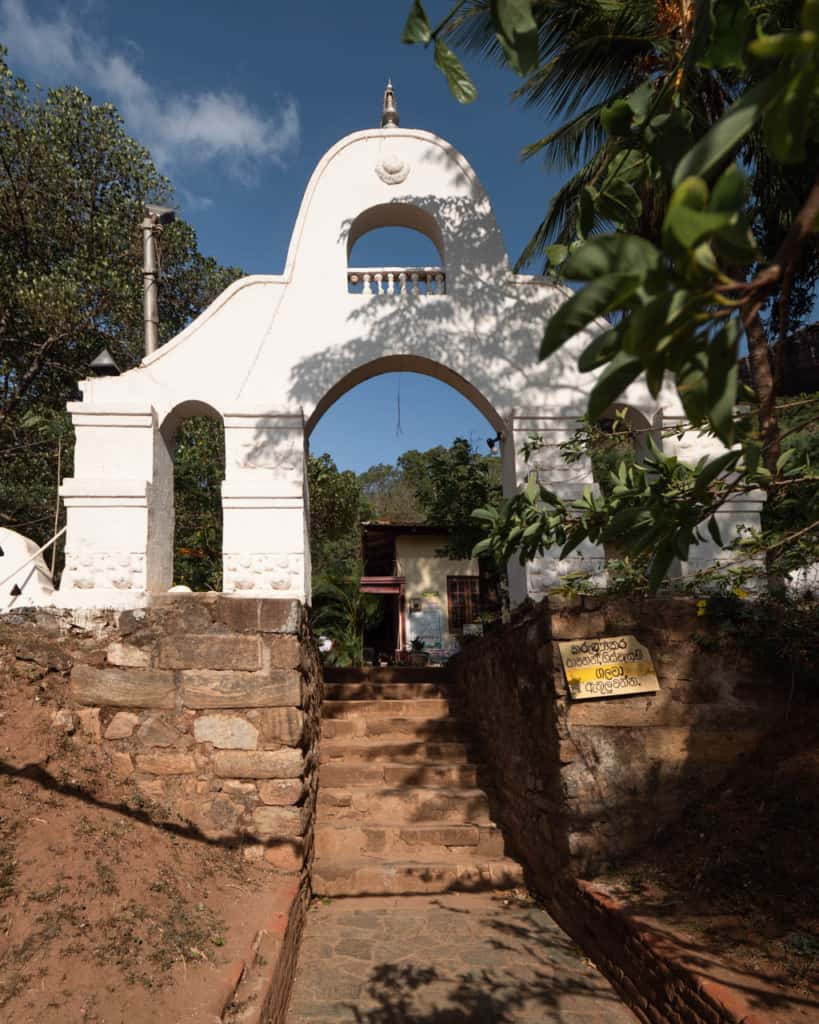 pidurangala-entrance