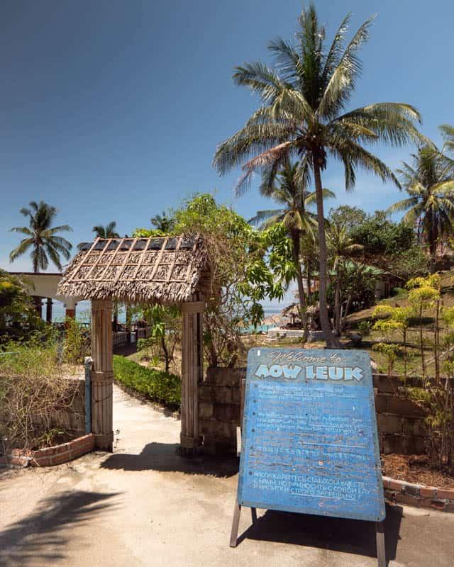 aow-leuk-beach-entrance-sign