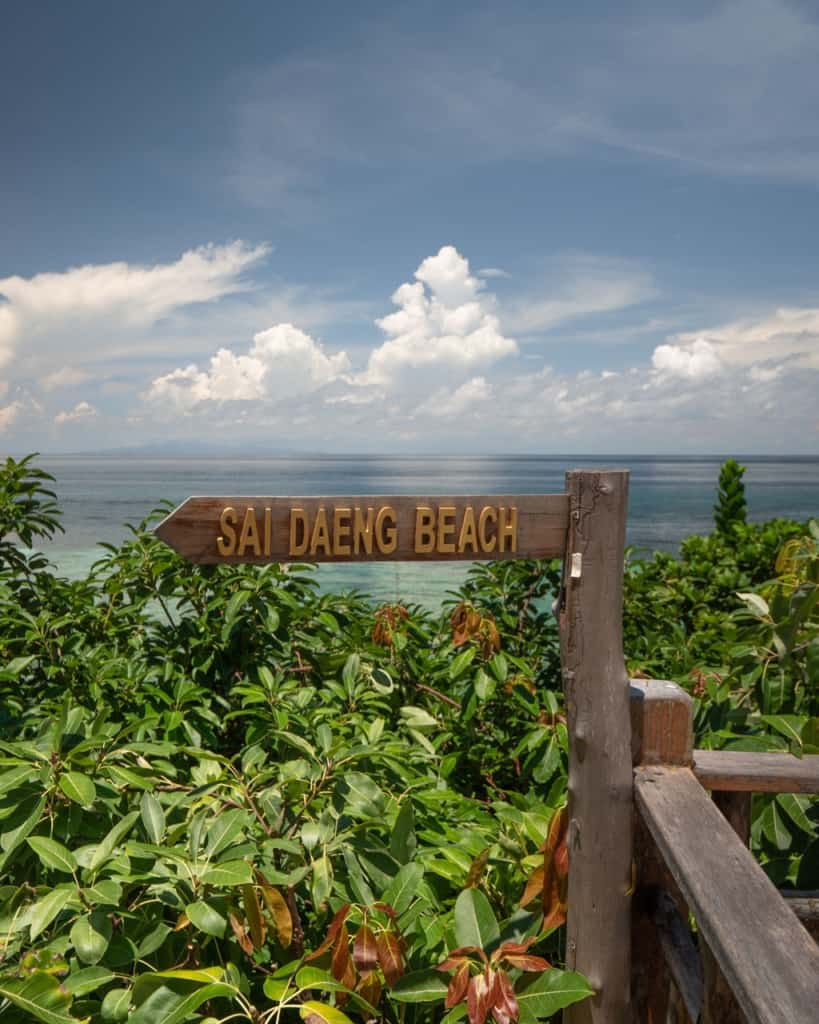 sai-daeng-beach-koh-tao-sign-sea