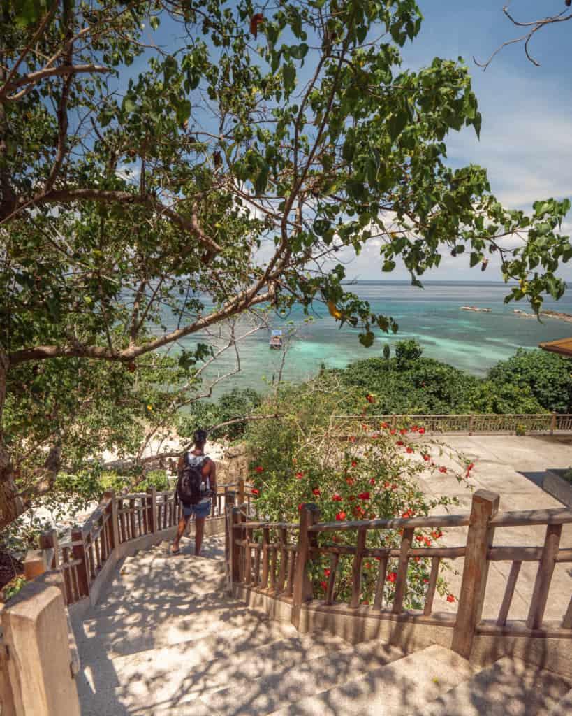 sai-daeng-beach-koh-tao-stairs