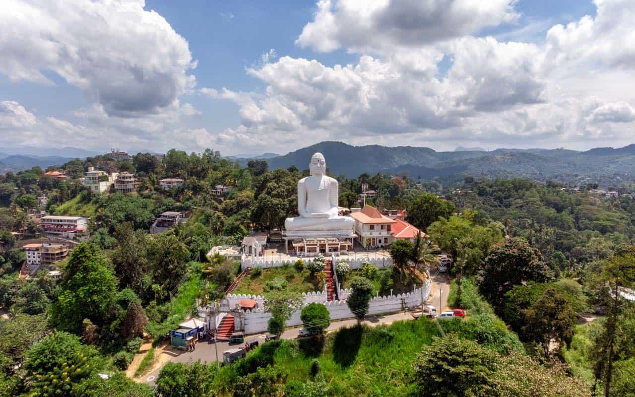 Bahiravokanda-Vihara-Buddha-kandy