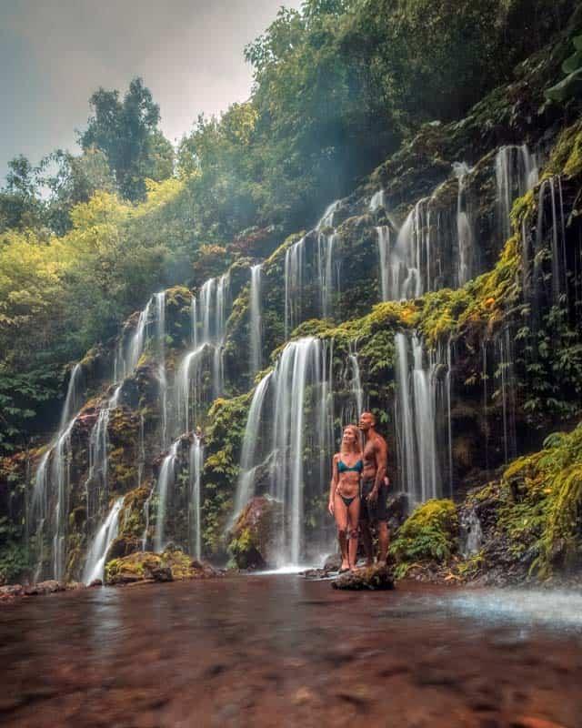 banyu-wana-amertha-waterfall-couple