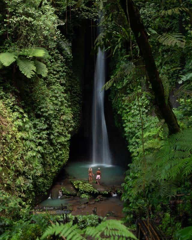 leke-leke-waterfall-couple