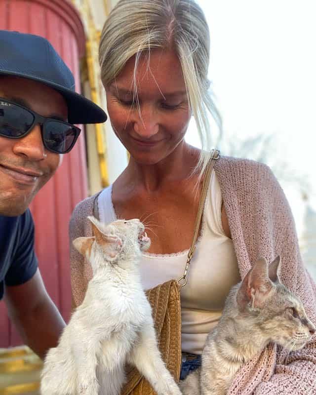 kuthodaw-pagoda-cats