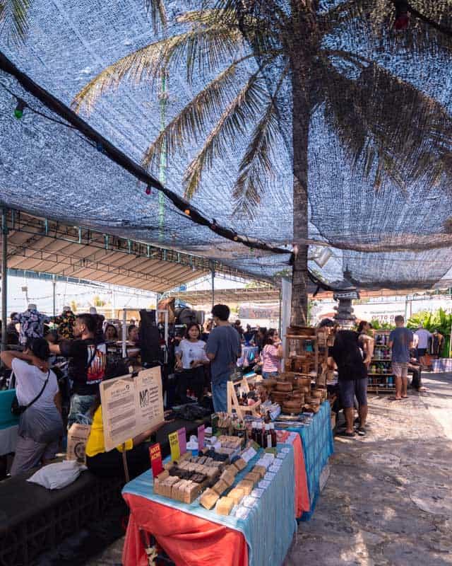 old-mans-market-inside