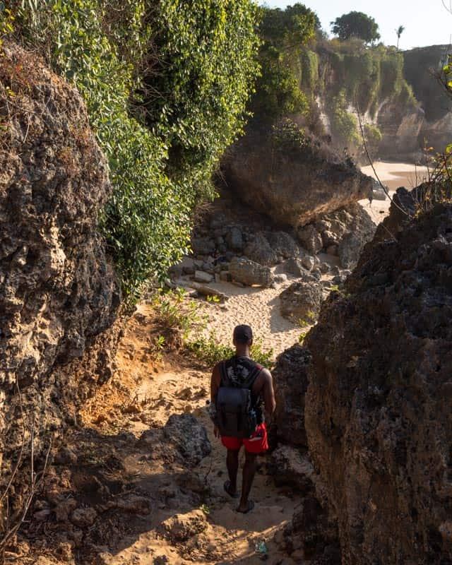 tegal-wangi-beach-bali-path