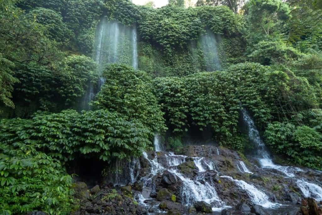 Benang-Stokel-Kelambu-waterfall