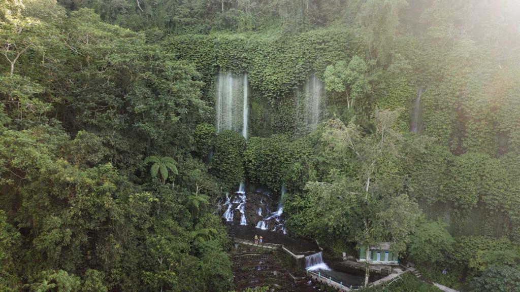 Benang-Stokel-Kelambu-waterfall-slider