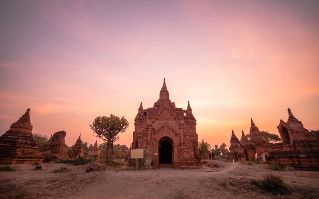 Wut-Tha-Na-Daw-pagodas-bagan-myanmar