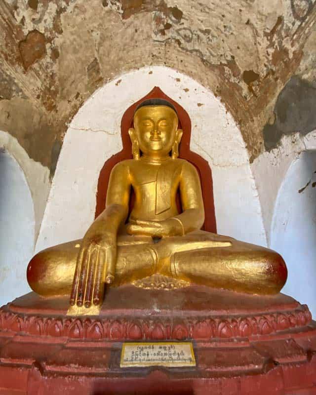 golden-buddha-statue-pagodas-bagan-myanmar