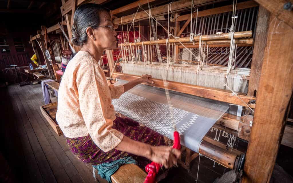 lotus-silk-weaving