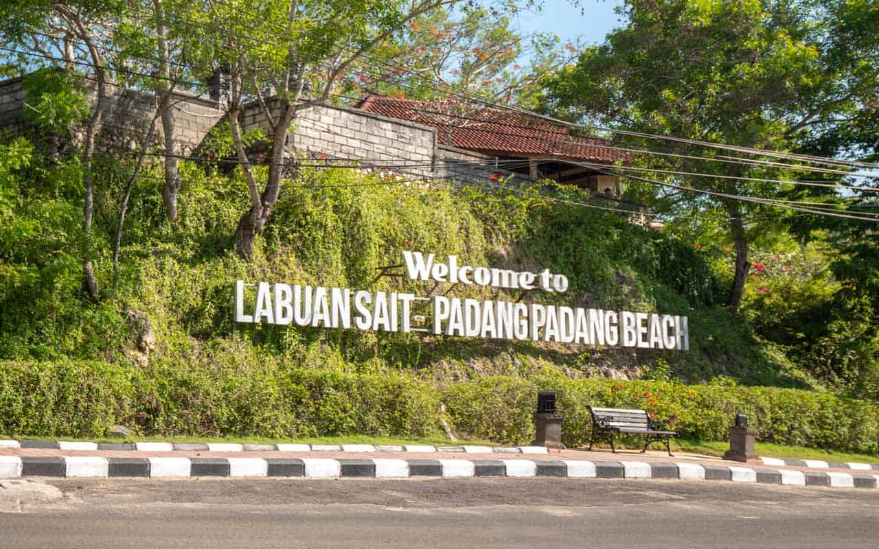 padang-padang-beach-sign