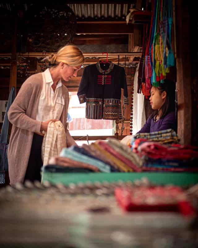 shopping-lotus-silk-myanmar