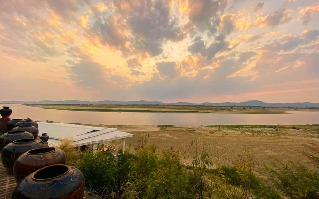sunset-restaurant-bagan