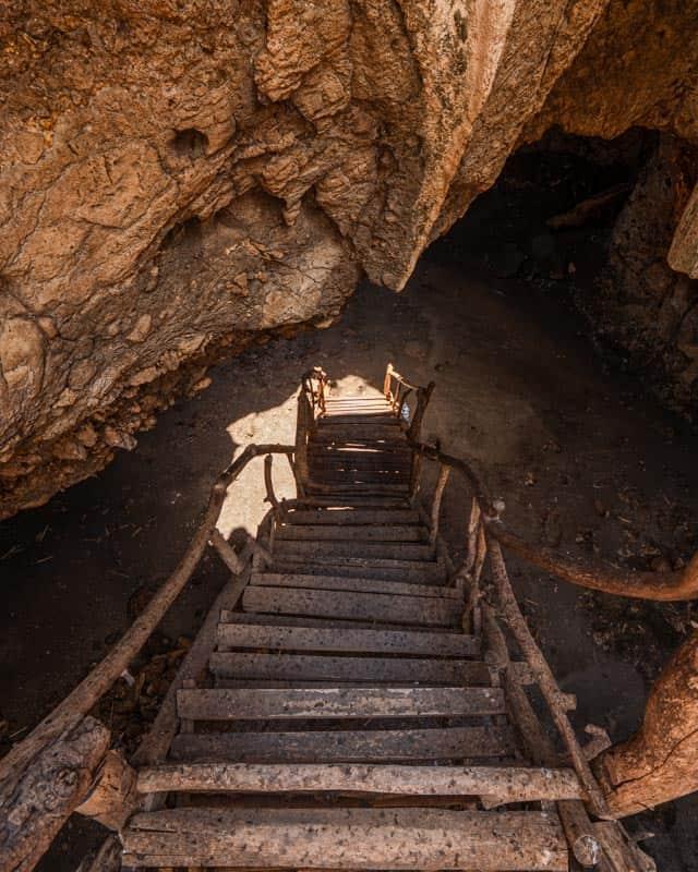 Goa-Bangkang-Prabu-stairs-lombok