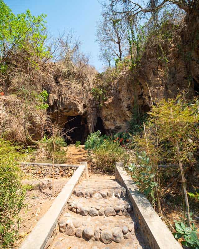 entrance-bat-cave-lombok-stairs