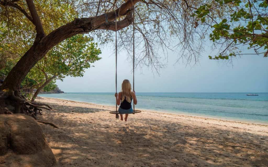 nipah-beach-lombok-swing