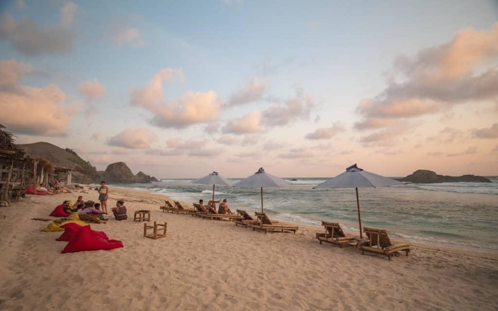 seger-beach-sunbeds