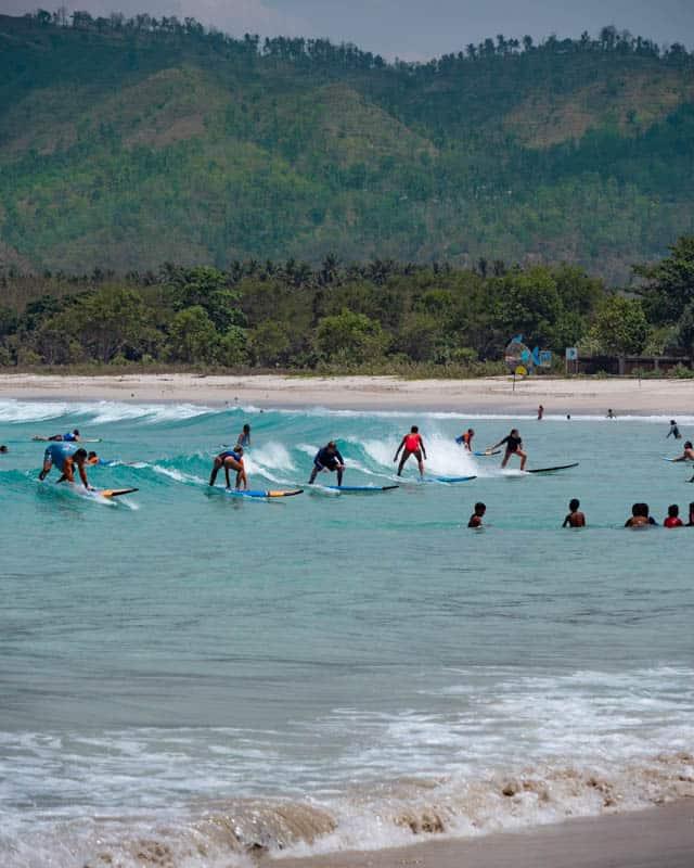 selong-belanak-beach-lombok-surfing