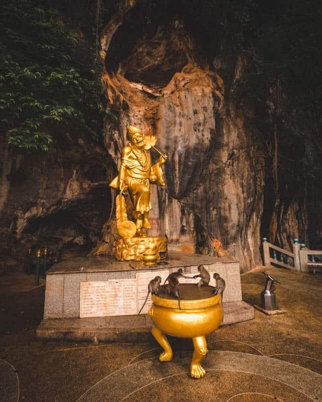 statue-monkeys
