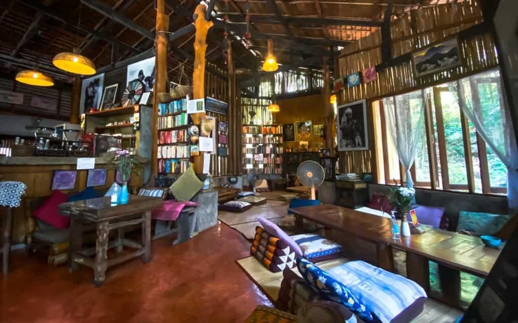 art-cafe-koh-phangan-inside