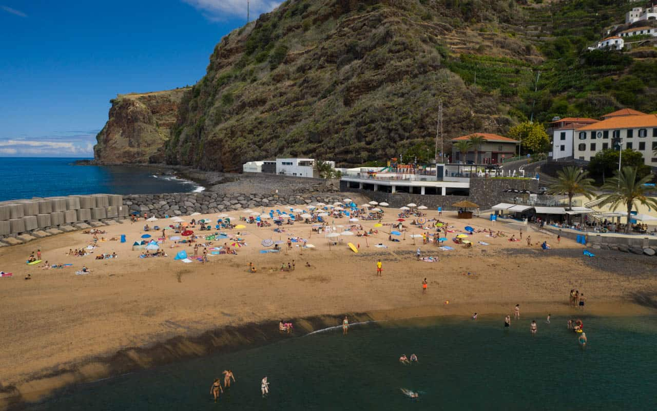 calheta-beach-close