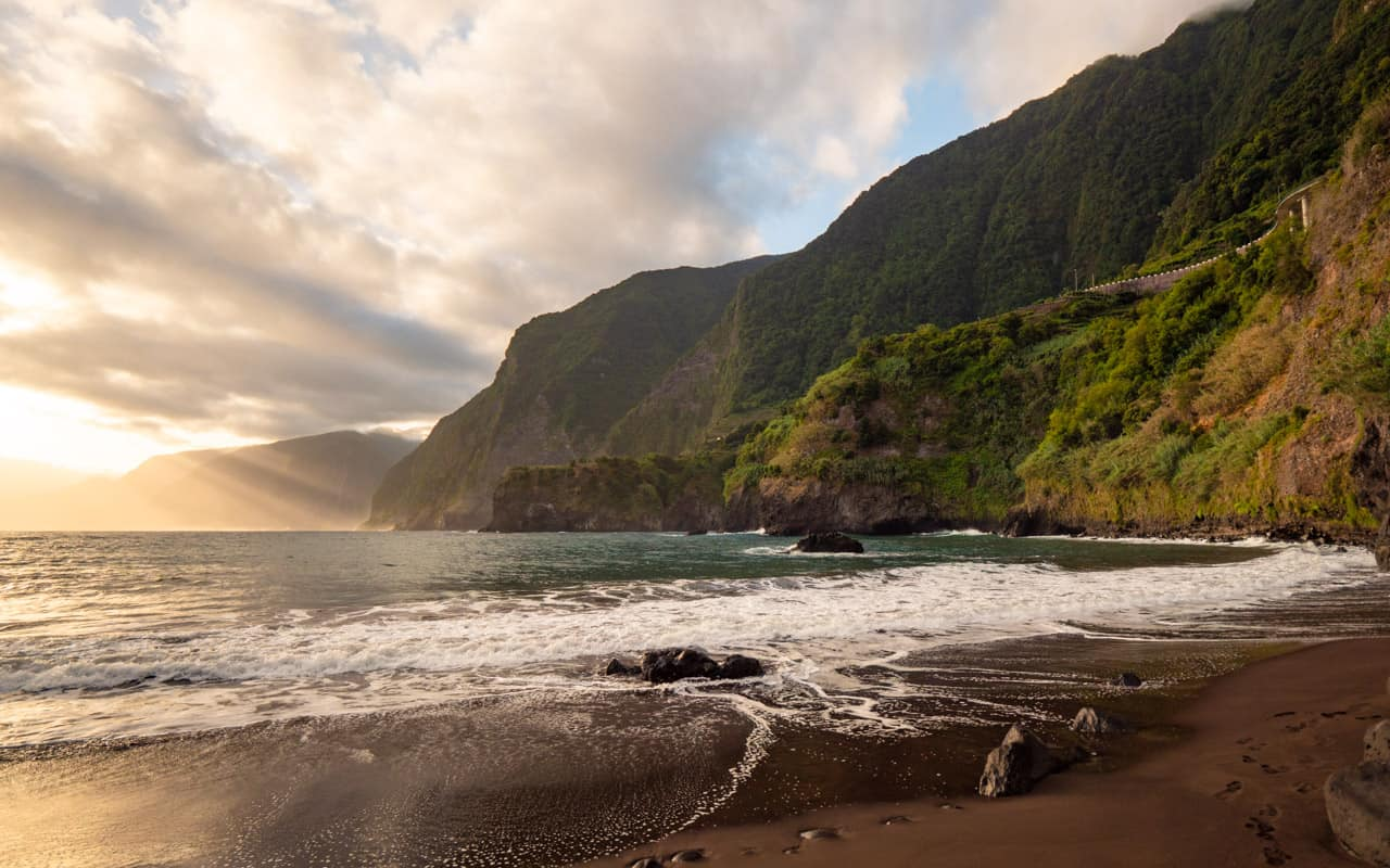 seixal-beach-sunrise-landscape-lightrays