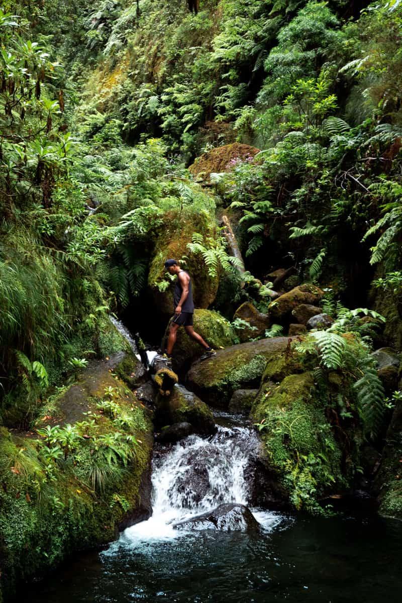 levada-faja-do-rodrigues-waterfall-crossing