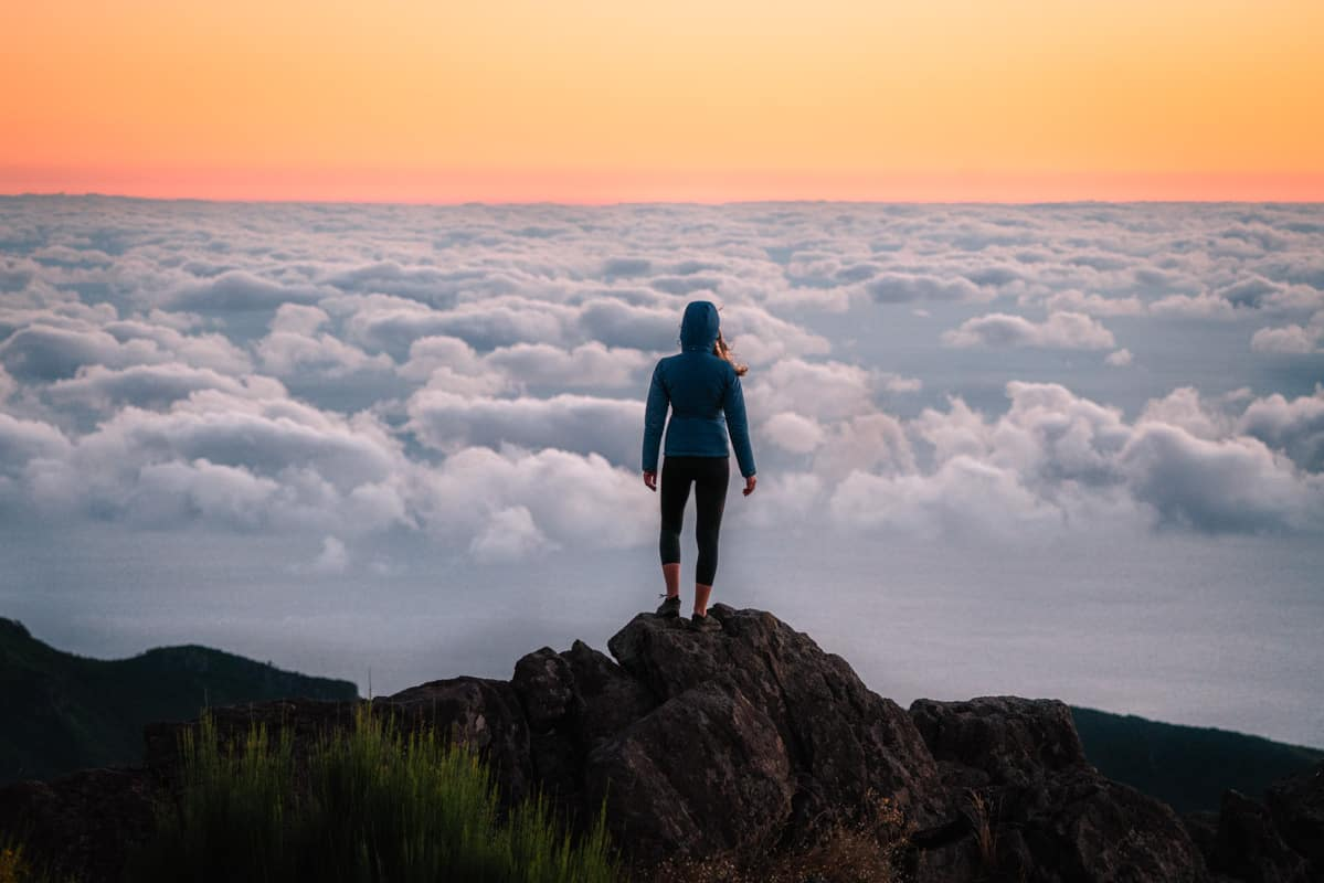 miradouro-juncal-arieiro-sunrise-clouds-close