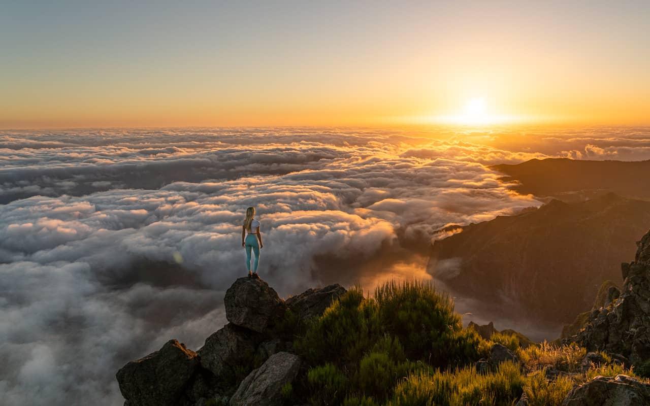 pico-arieiro-sunrise-more-clouds