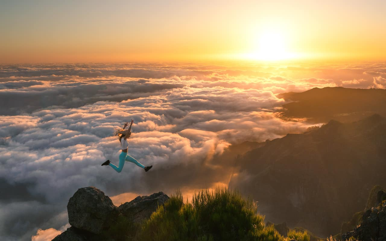 pico-do-arieiro-sunrise-jump