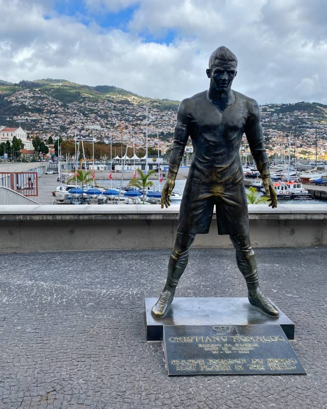 CR7-statue-funchal-madeira