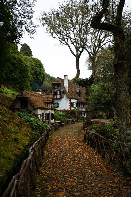 caldeirao-verde-hike-start-santana-house