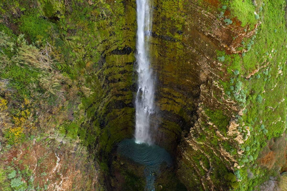 garganta-funda-waterfall-closeup-drone