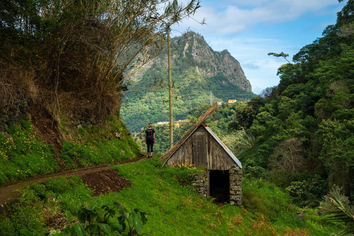 levada-path-local-farmhouse
