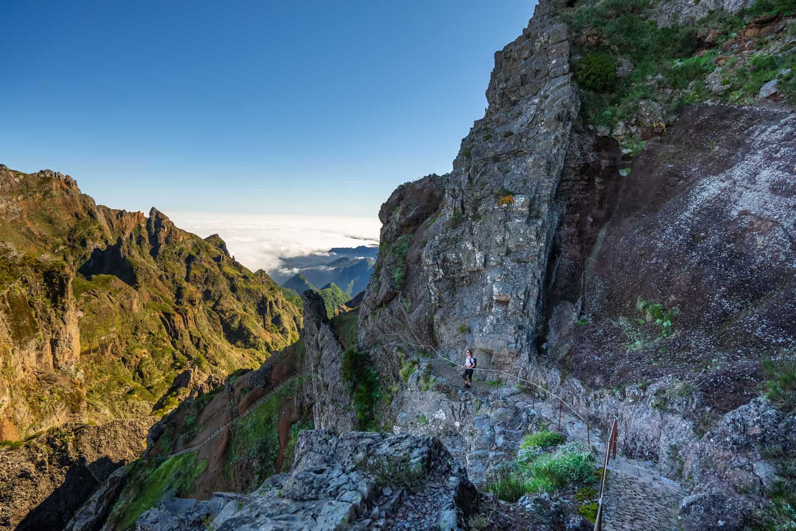 pico-arieiro-pico-ruivo-hike-mountains-ocean-view