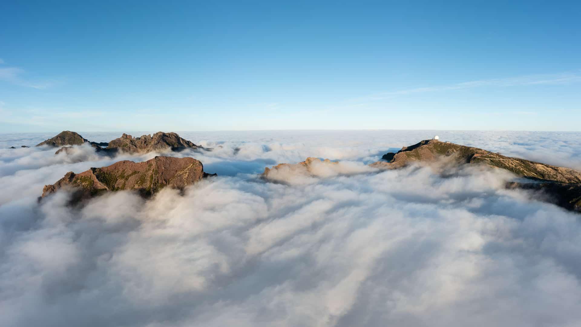 pico-do-arieiro-above-the-clouds-drone