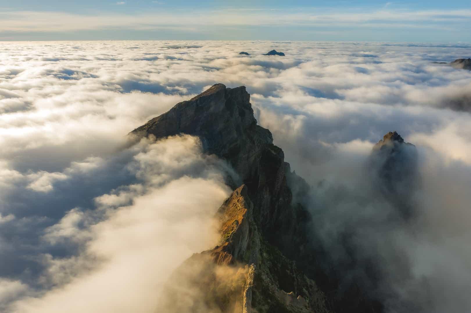 pico-do-arieiro-trail-clouds