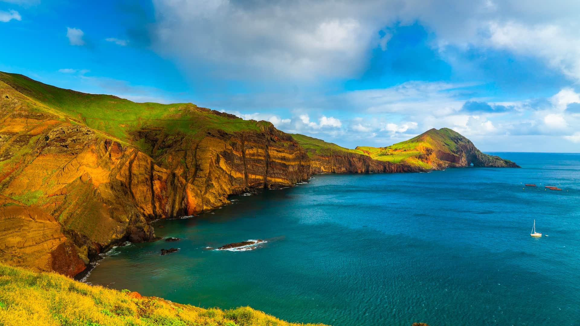 ponta-de-são-lourenço-coastal-view