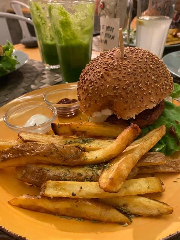 mundo-vegan-funchal-burger