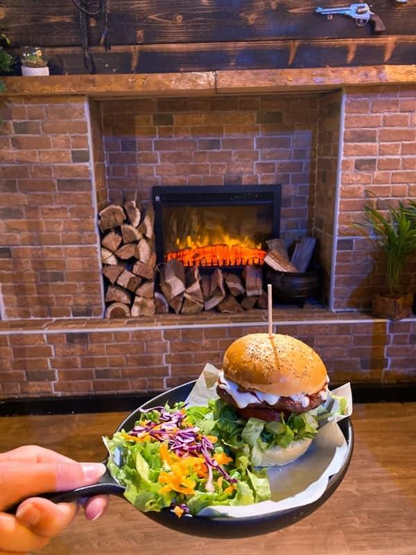 thesnug-smokehouse-burger